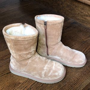 Size 7 UGG boots short